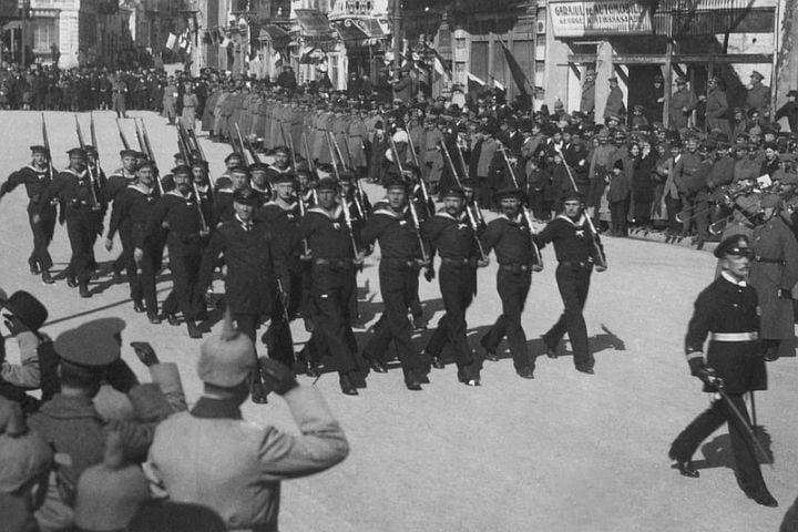 Defilarea trupelor germane si bulgare intrate in Constanta in octombrie 1916