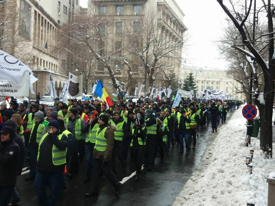 protest mai politisti
