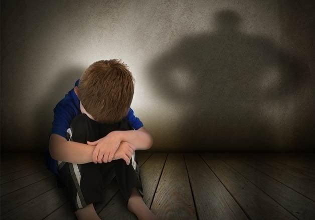 abuz minori copii