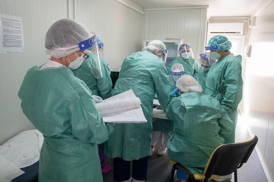 coronavirus spital doctori medici