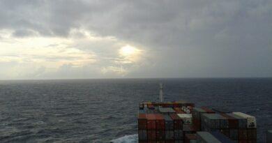 navigatori nava comercial
