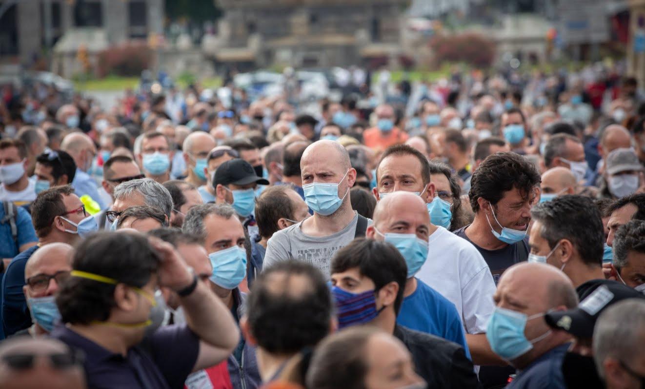populatie oameni masca protectie carantina