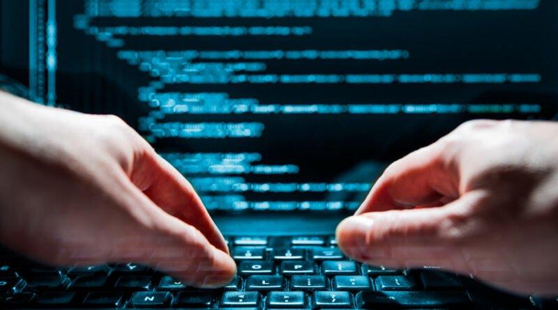 hacker spionaj cibernetica