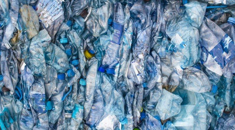 plastic apa imbuteliata protectia mediului